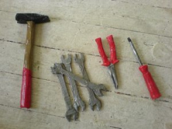 Werkzeug aus Karton-Klebeband, Kunst
